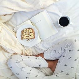 brekkie in bed