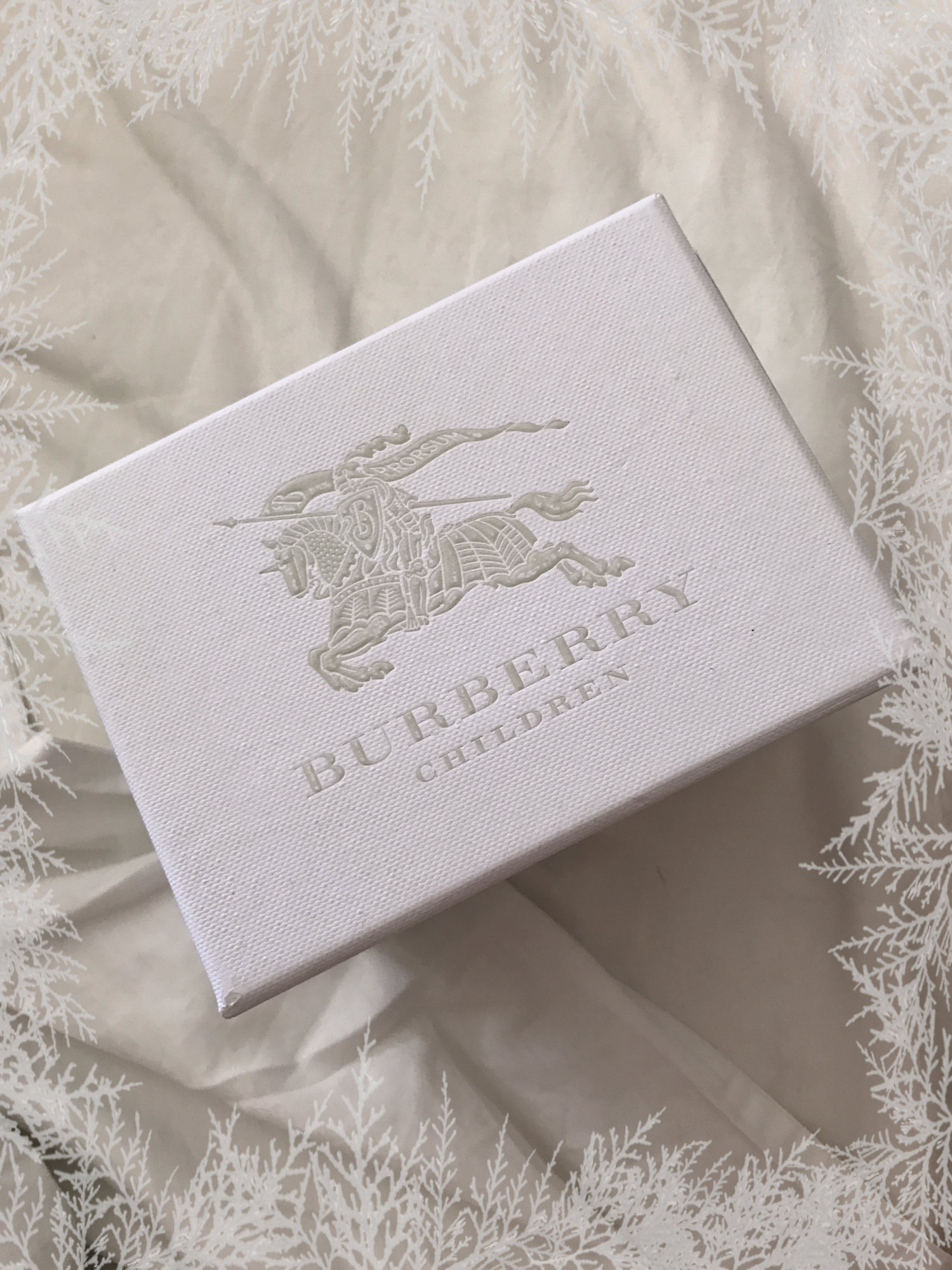 burberry-box-lid